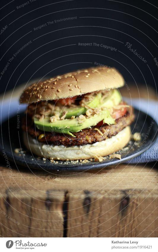 Burger grün Gesunde Ernährung Holz Lebensmittel rund kochen & garen Küche lecker Gemüse Übergewicht Restaurant Geschirr Appetit & Hunger Jahrmarkt Teller