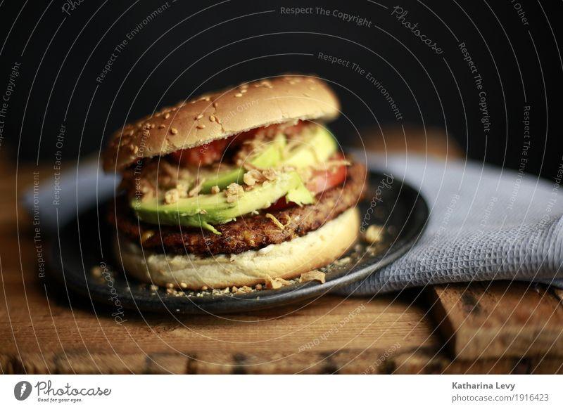 Burger III grün rot Essen Holz Lebensmittel braun Ernährung rund kochen & garen lecker Gemüse Duft Teller Backwaren Abendessen Vegetarische Ernährung