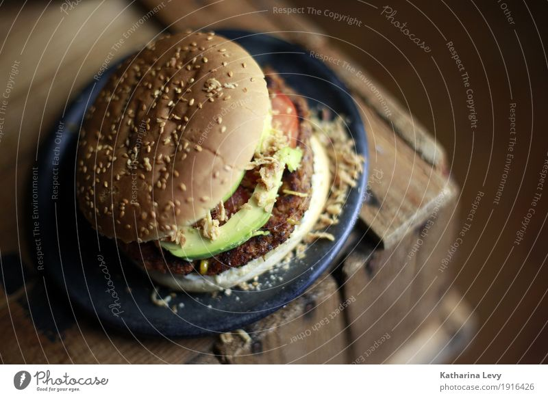 Burger II grün Essen Lebensmittel braun Ernährung rund kochen & garen Küche lecker Gemüse Duft Dienstleistungsgewerbe Appetit & Hunger Teller Backwaren