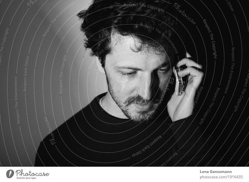 Mann am Telefon Handy Telekommunikation maskulin Junger Mann Jugendliche Erwachsene 1 Mensch 30-45 Jahre Locken Bart Diät Arbeit & Erwerbstätigkeit hören