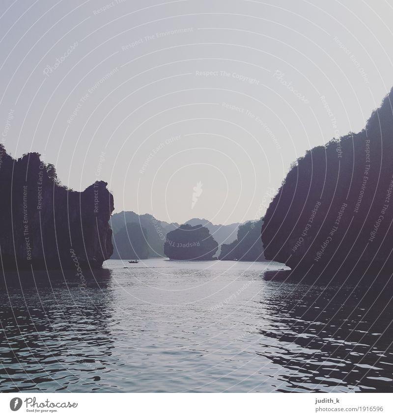 ... Bucht des untertauchenden Drachen - 02 ... Natur Landschaft Wasser Himmel Hügel Felsen Berge u. Gebirge Meer Insel See Karstberge Menschenleer Bootsfahrt