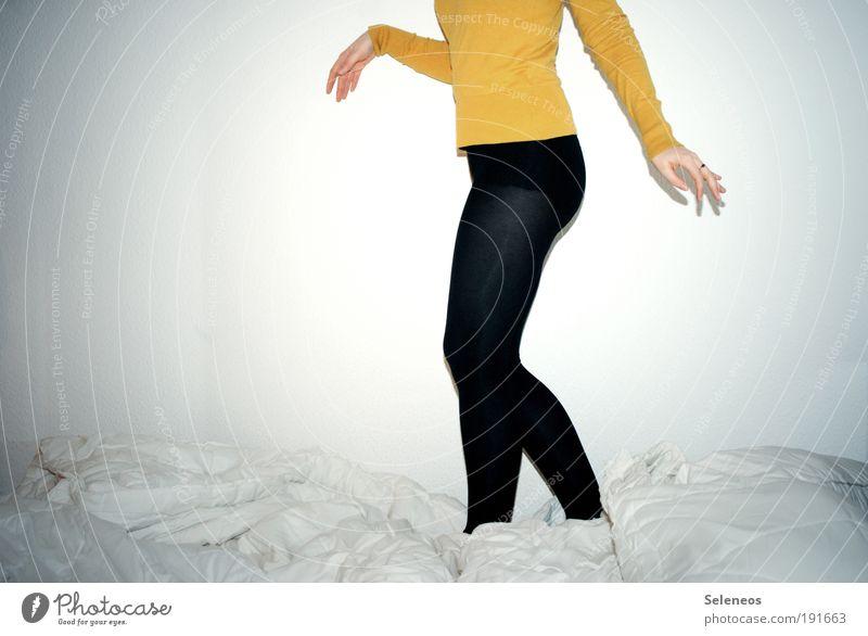 Bettgeschichten Stil Häusliches Leben Wohnung Raum Schlafzimmer Mensch feminin Junge Frau Jugendliche Körper Brust Arme Hand Finger Bauch Gesäß Beine 1 Mode