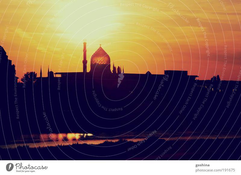 Sommersehnsucht Stadt Sonne Erholung Ausflug Fabrik Bauwerk Dresden entdecken Sightseeing Sehenswürdigkeit Dämmerung Städtereise Yenidze