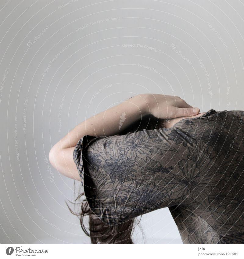 . Frau Jugendliche Hand Einsamkeit Erwachsene feminin Gefühle Haare & Frisuren Traurigkeit Angst 18-30 Jahre gefährlich Schmerz Scham Schüchternheit Mensch