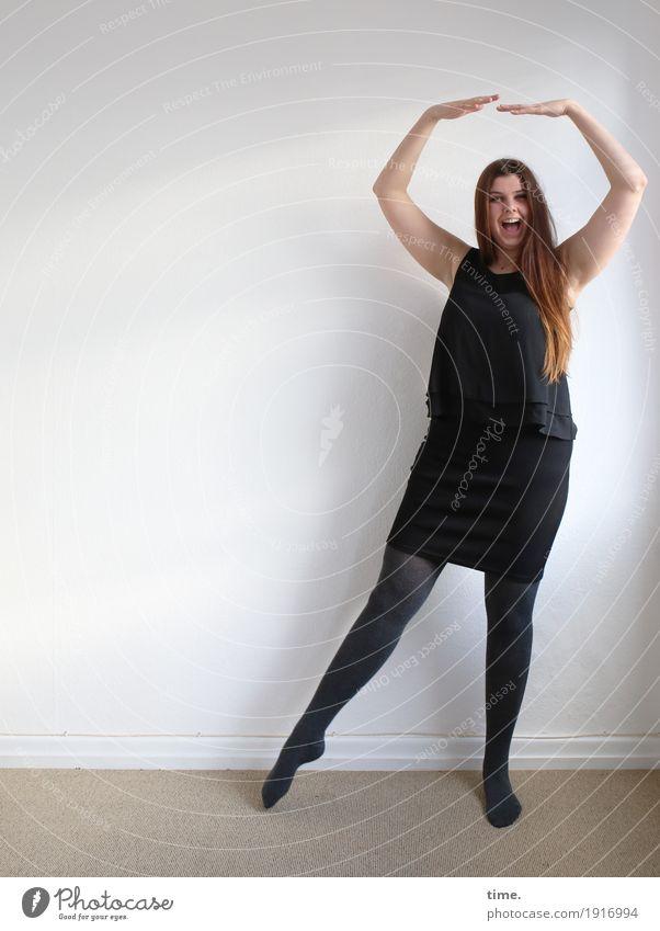 . Mensch Frau schön Erholung Freude Erwachsene Leben lustig Sport Bewegung feminin lachen Raum Zufriedenheit stehen Fröhlichkeit