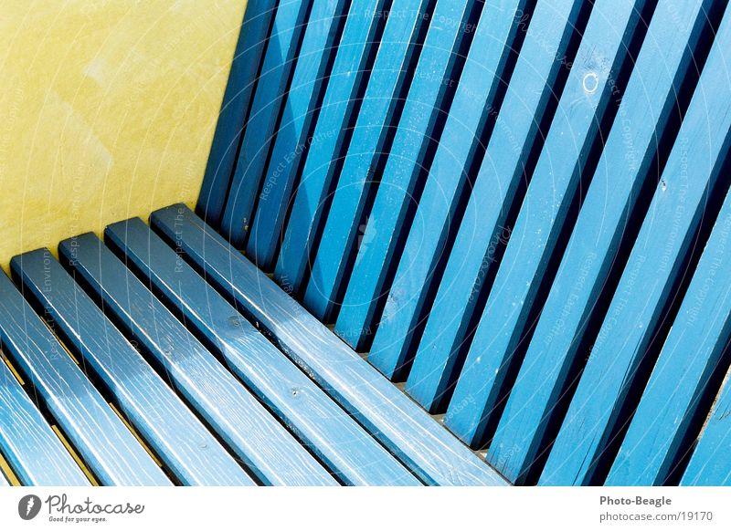 Urlaub-01 blau gelb Holz Europa Sitzgelegenheit Maserung