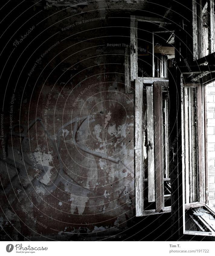 ....Fenster zu ...zieht Deutschland Europa Hauptstadt Menschenleer Fabrik Ruine Mauer Wand Einsamkeit Vergänglichkeit Wandel & Veränderung Raum kaputt offen