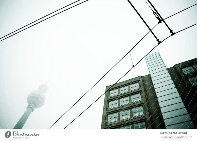 TURM Himmel Stadt Winter Wolken dunkel kalt Gebäude Architektur Nebel Fassade Turm Kugel Skyline Denkmal Bauwerk