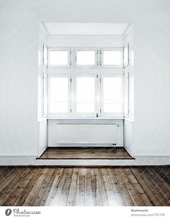 Facella elegant Stil Design Häusliches Leben Wohnung Innenarchitektur Altbau Fensterfront Mauer Wand Holzfußboden Dielenboden hell braun weiß Empore Erker