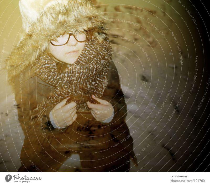 winterzauber Kind Jugendliche schön Winter Gesicht kalt Schnee feminin Bewegung Glück träumen Traurigkeit Wärme hell Kunst