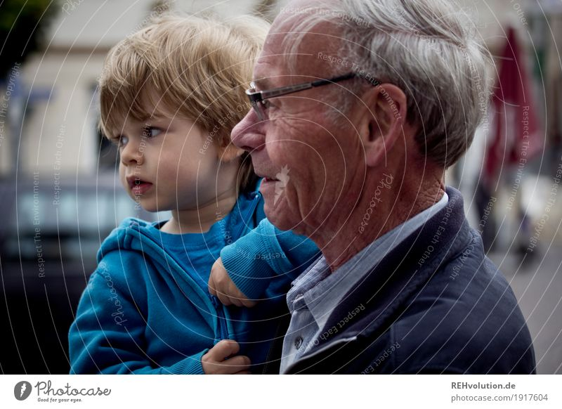 mit opa unterwegs Mensch Kind Mann alt Stadt Gesicht Erwachsene Liebe Senior natürlich Junge Familie & Verwandtschaft Glück Zusammensein maskulin Kindheit