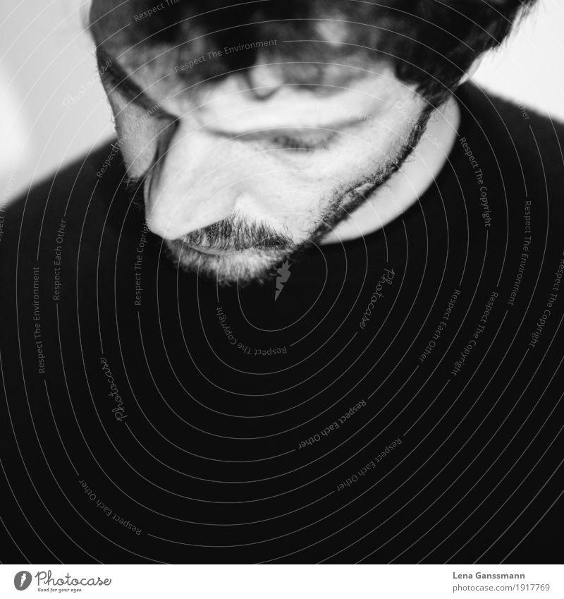 Junger Mann mit Bart guckt traurig runter Mensch maskulin Erwachsene 1 30-45 Jahre Haare & Frisuren Locken Vollbart Mitgefühl ruhig Traurigkeit Sorge Trauer