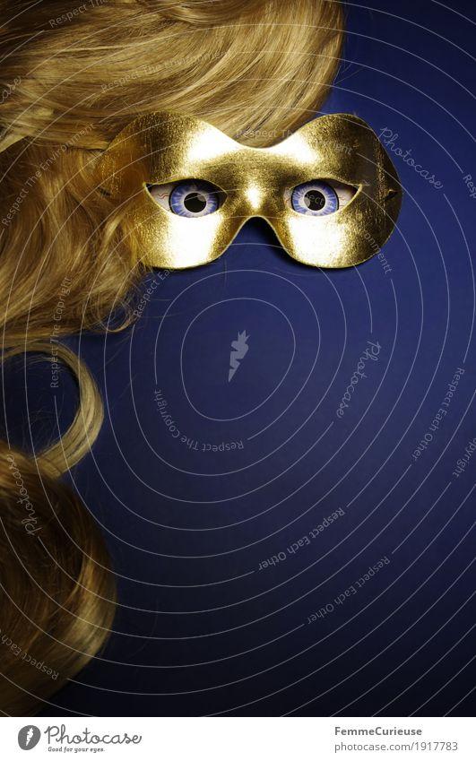 Im Visier (03) Auge Angst geheimnisvoll verstecken Maske verkleiden gold blau blond Haare & Frisuren Karneval Perücke intensiv Blick Maskenball anonym