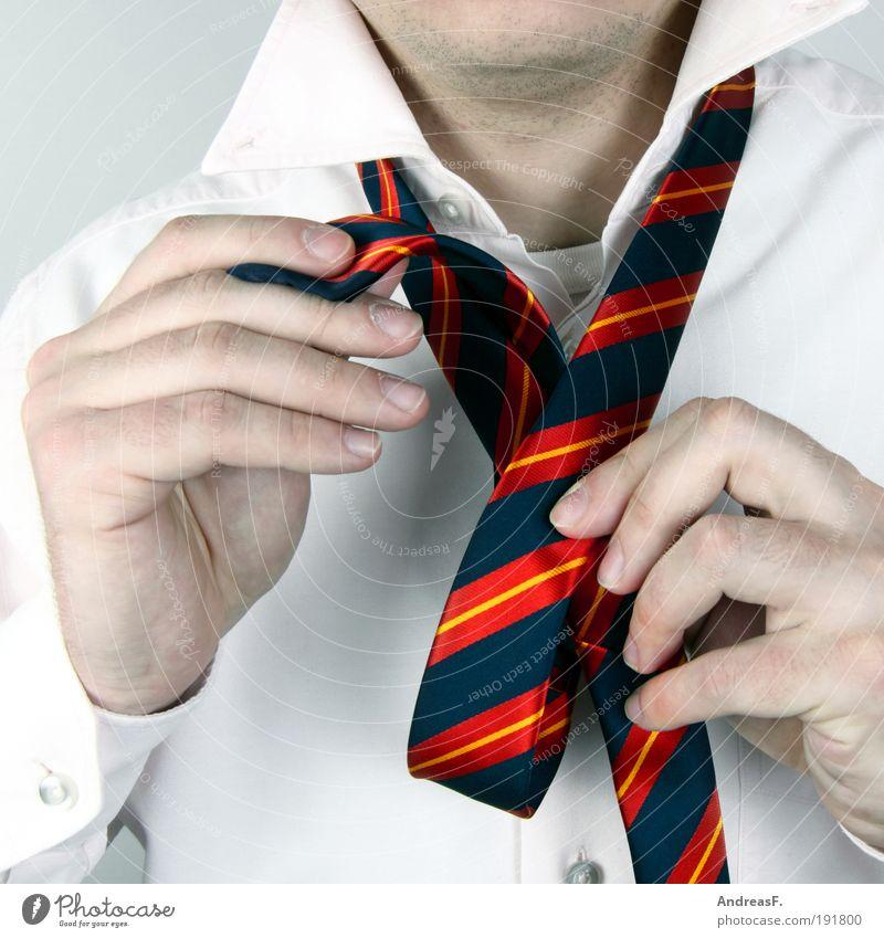 Four-in-hand?! Mann Hand Erwachsene Stil Mode Junger Mann Arbeit & Erwerbstätigkeit maskulin elegant Erfolg Mensch Hemd Anzug Wirtschaft Krawatte Nervosität