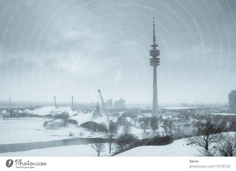 galt und grau 1 Tourismus Ausflug Winter Schnee Sportstätten Schönes Wetter schlechtes Wetter Eis Frost Park München Deutschland Europa Stadt Fernsehturm