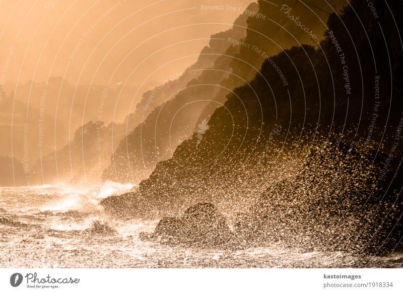 Dramatischer Meerblick Sommer Sonne Strand Berge u. Gebirge Umwelt Natur Landschaft Wetter Unwetter Wind Felsen Küste Stein Tropfen Bewegung dunkel groß wild