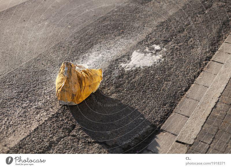 sack zement Arbeit & Erwerbstätigkeit Baustelle Wirtschaft Handwerk Feierabend Verkehrswege Straße Wege & Pfade Verpackung Sack Zement bauen gelb grau