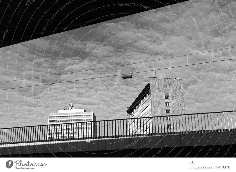 unter der rheinkniebrücke Himmel Wolken Schönes Wetter Düsseldorf Stadt Hochhaus Brücke Bauwerk Gebäude Architektur Brückengeländer Verkehr Verkehrswege