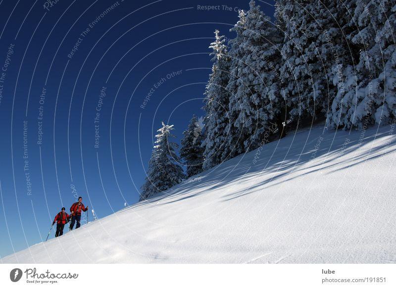 Zwei Männer im Schnee ruhig Ferien & Urlaub & Reisen Tourismus Ferne Winter Winterurlaub Berge u. Gebirge wandern Sport Fitness Sport-Training Wintersport
