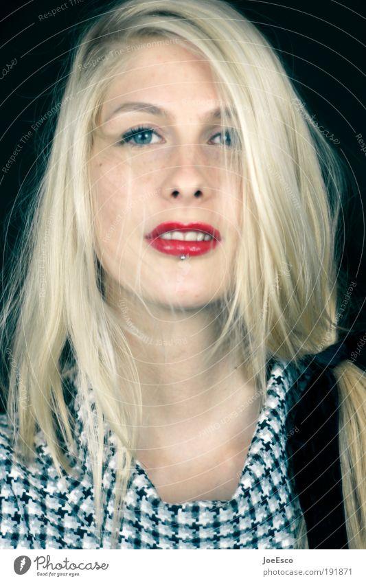 sympathieträgerin Frau Mensch schön Freude Erwachsene Leben Kopf Haare & Frisuren träumen blond Wohnung glänzend leuchten Lifestyle einzigartig beobachten