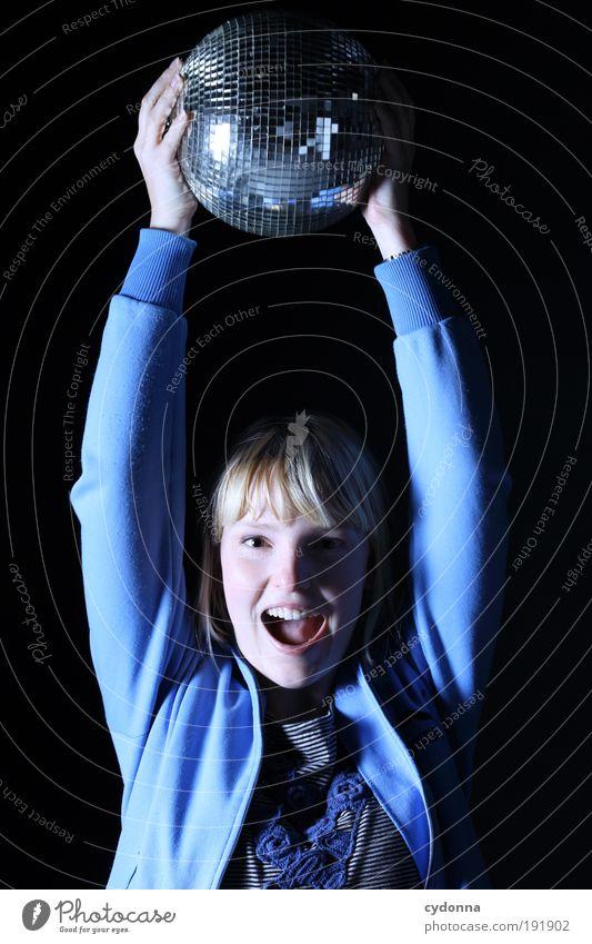 Vorfreude Frau Mensch Jugendliche Freude Gesicht Leben Party Stil Bewegung Freiheit Musik Tanzen Feste & Feiern Erwachsene Design Lifestyle