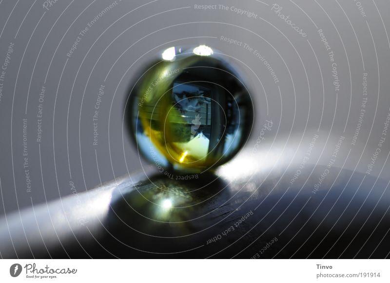 outside in Glas Kugel Religion & Glaube Perle Makroaufnahme Textfreiraum rund Spielzeug Schmuck Schatten durchsichtig Lupe Experiment Miniatur Teleskop Murmel