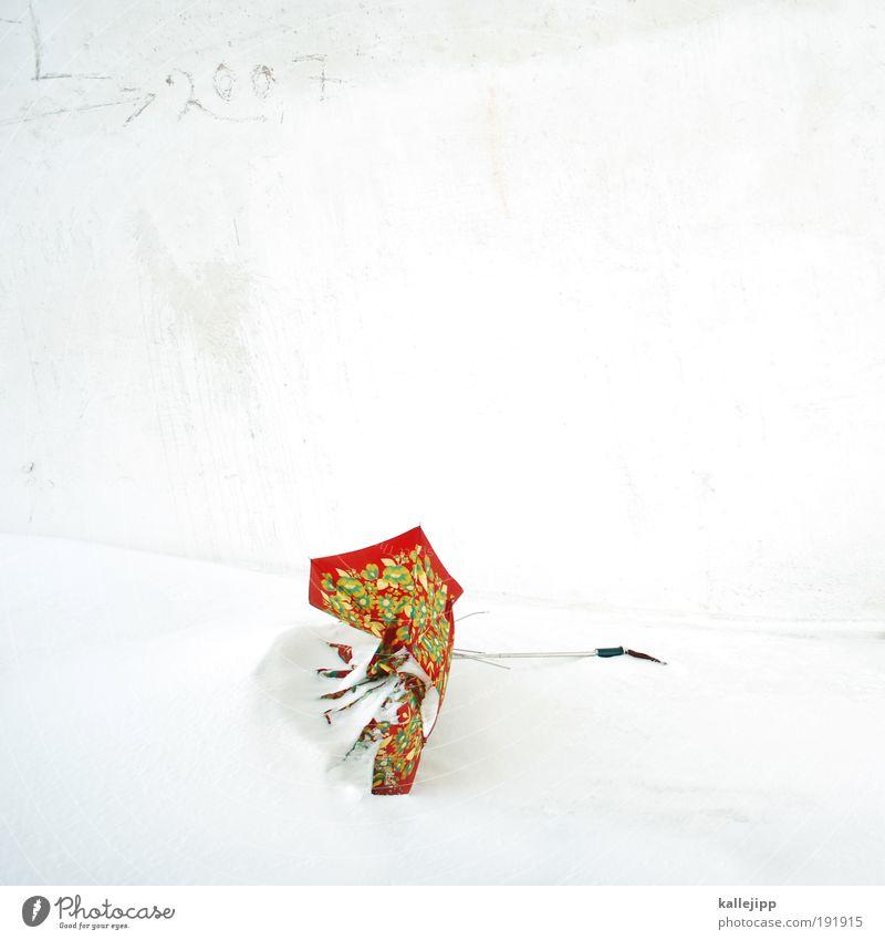 umbrella Freizeit & Hobby Winter Schnee Winterurlaub Umwelt Klima schlechtes Wetter Sturm Eis Frost Regenschirm chaotisch 2007 Schneedecke Schneewehe Farbfoto