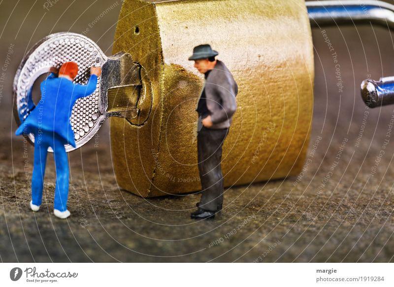 Miniwelten - Du musst drehen, nicht schieben! Arbeit & Erwerbstätigkeit Handwerk maskulin Mann Erwachsene 2 Mensch blau gold silber Schlosser Vorhängeschloss