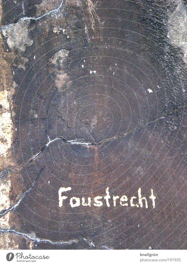 Faustrecht Wand Mauer braun Angst dreckig Schriftzeichen bedrohlich Kommunizieren Gewalt kämpfen Aggression Aktion