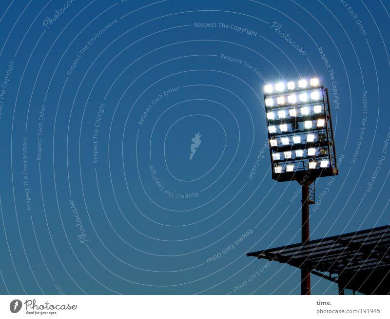 You'll Never Walk Alone Himmel Architektur Metall Lampe Beleuchtung Turm Metallwaren leuchten Sport St. Pauli Stadion Gebäude Halterung Flutlicht Aktion Tribüne
