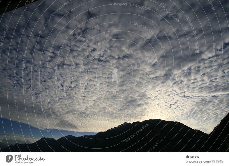 Schäfchenwolken Wolken Klimawandel Wetter Alpen Berge u. Gebirge blau Energie Stimmung Surrealismus Chur Rheintal Schweiz Wolkenbilder Saiserkšpfe Farbfoto