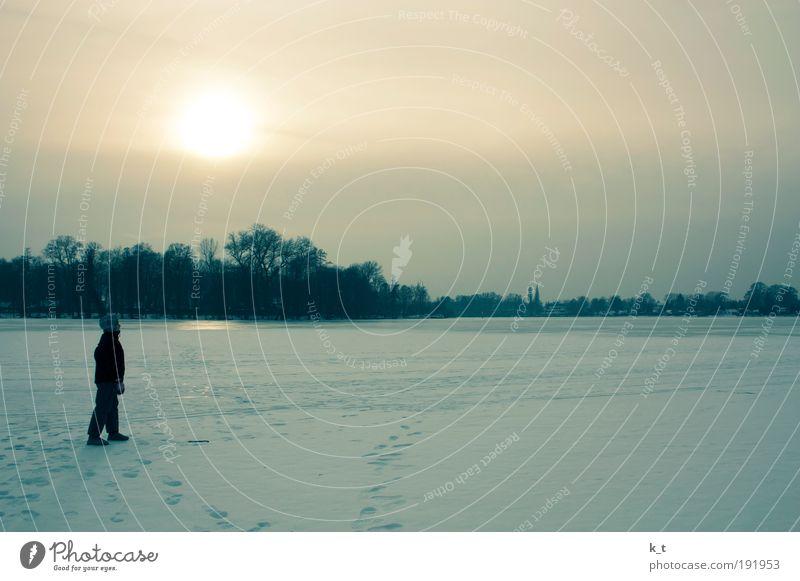 Auf Wasser laufen Ausflug Freiheit Winter Schnee Mädchen 1 Mensch 8-13 Jahre Kind Kindheit Sonnenaufgang Sonnenuntergang Eis Frost Fluss Havel Erholung Blick