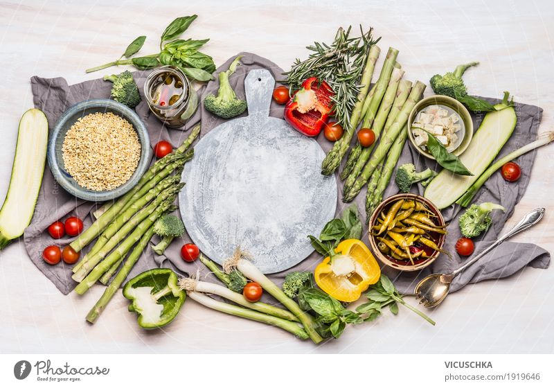 Gesunde Ernährung mit Gemüse und Graupe grün Foodfotografie Leben Gesundheit Stil Lebensmittel Design Tisch Küche Getreide Bioprodukte Geschirr