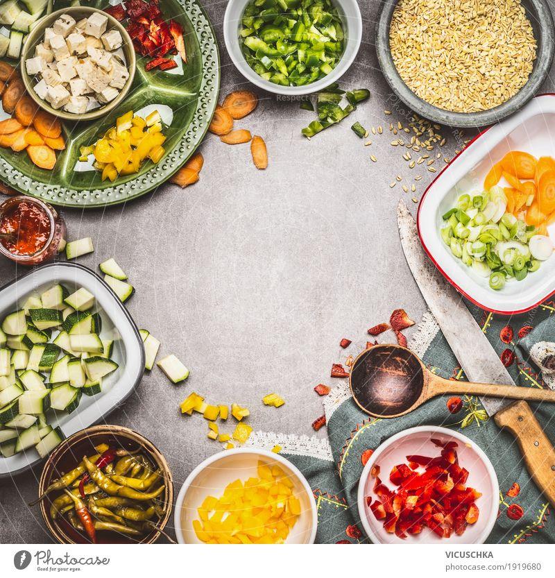 Gesund vegetarisch kochen mit Feta ,Gemüse und Graupe Sommer Gesunde Ernährung Wärme Leben Essen Gesundheit Stil Lebensmittel Design Tisch Kräuter & Gewürze