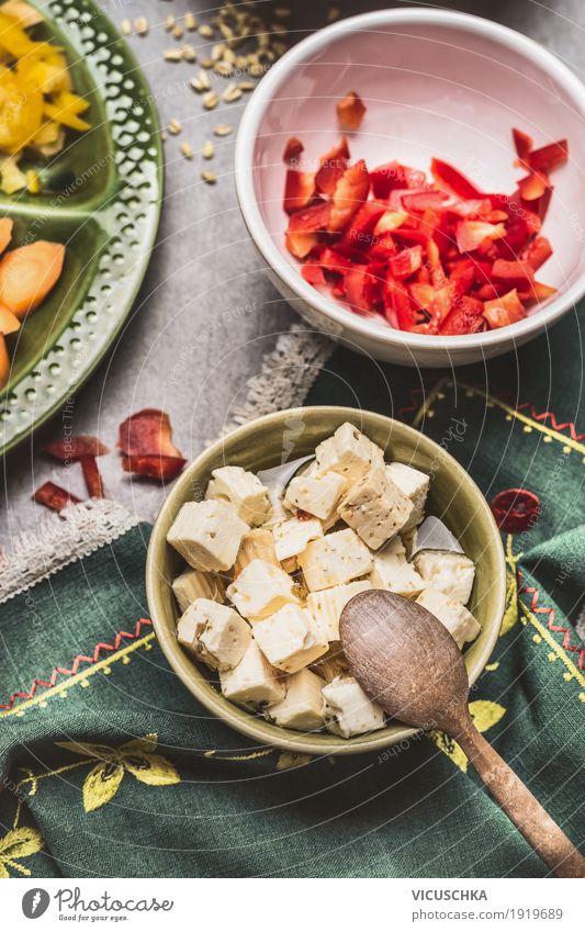 Feta Käse gewürfelt und mariniert in Olivenöl Lebensmittel Kräuter & Gewürze Öl Ernährung Bioprodukte Vegetarische Ernährung Diät Schalen & Schüsseln Löffel