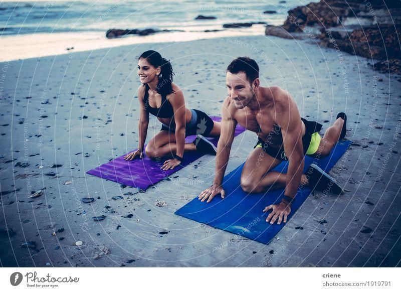 Mensch Jugendliche Junge Frau Junger Mann Meer Freude Strand Lifestyle Glück Paar Zusammensein Lächeln Fitness sportlich Partnerschaft Muskulatur