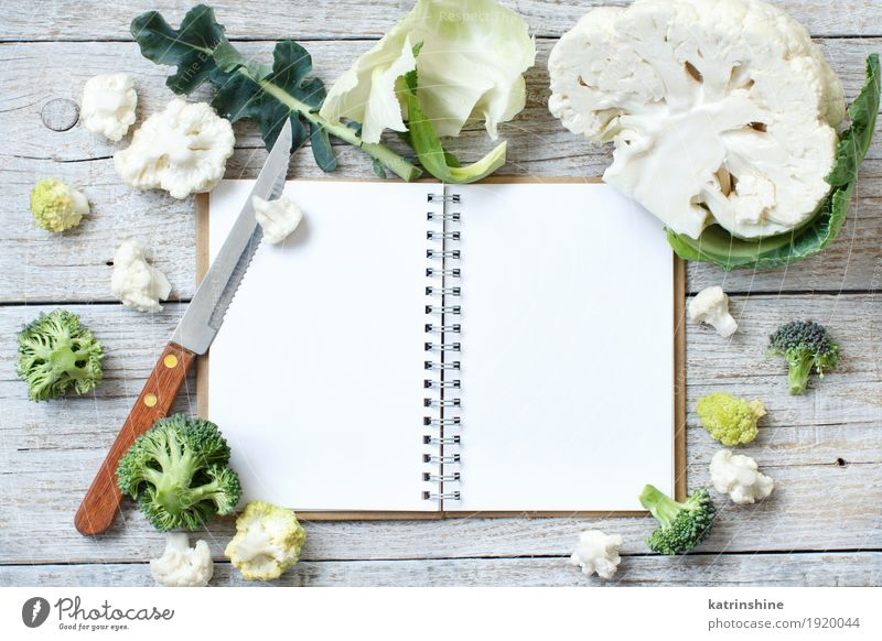 Frischer roher Blumenkohl und Brokkoli Gemüse Ernährung Vegetarische Ernährung Diät Schalen & Schüsseln Menschengruppe Holz frisch retro grün Kohlgewächse