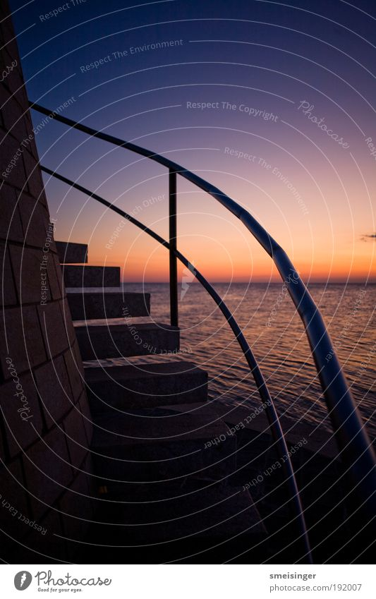 leuchturmaufgang Himmel alt blau schön rot Sonne Meer Sommer Strand ruhig schwarz Erholung Wand Küste Mauer Zufriedenheit