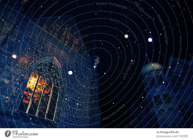 Glühtürmchen blau Fenster schwarz kalt Wärme Architektur Gebäude Religion & Glaube Stein Lampe Schneefall Glas Kirche bedrohlich Stern Dach