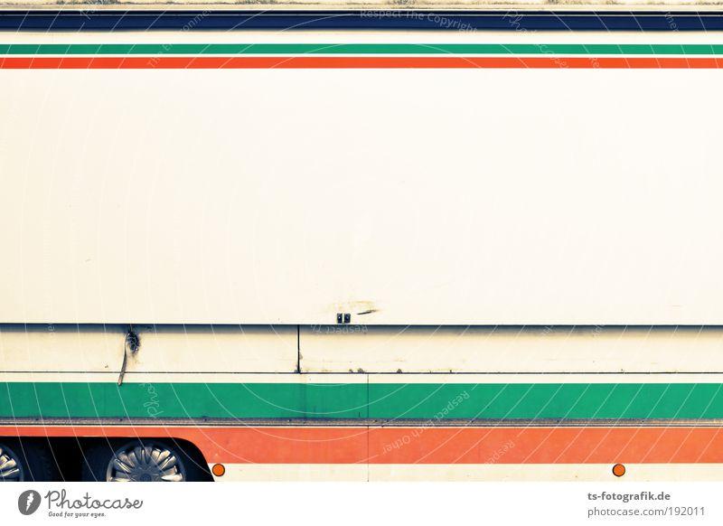 Streifenwagen grün weiß Einsamkeit Graffiti PKW Metall Linie orange geschlossen Verkehr Armut Güterverkehr & Logistik Rad Lastwagen Dienstleistungsgewerbe