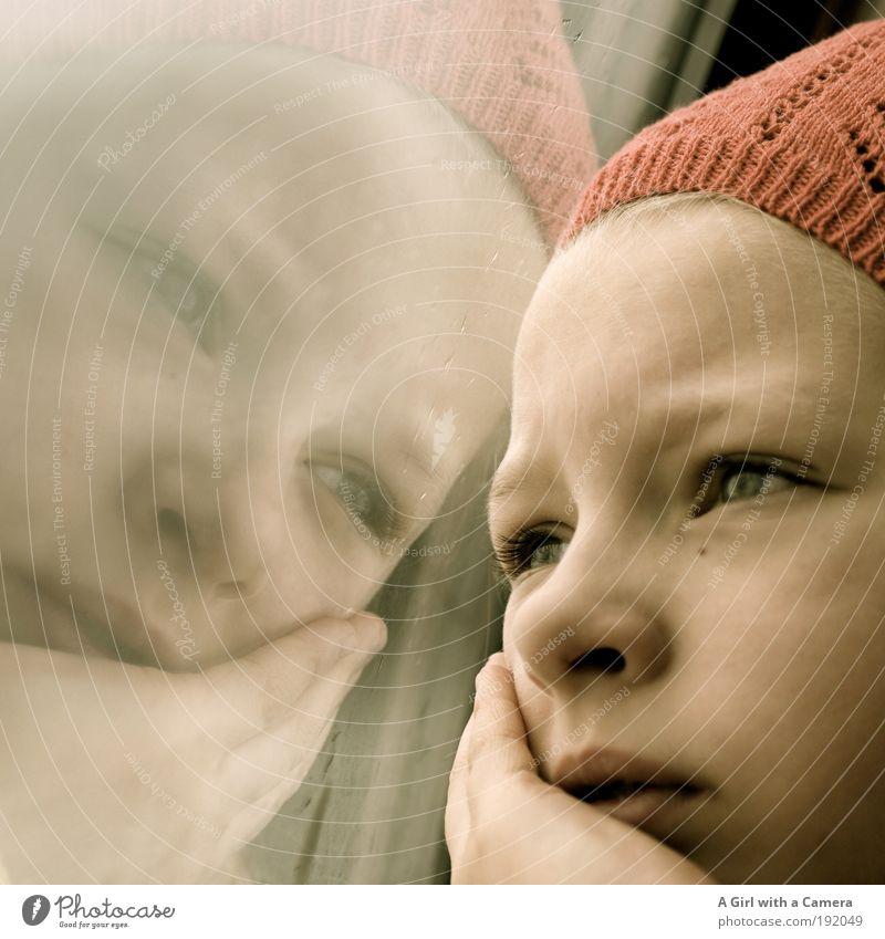 Weitblick Mensch Kind schön rot Auge Kopf träumen Kindheit blond warten natürlich Eisenbahn Romantik niedlich beobachten Ziel