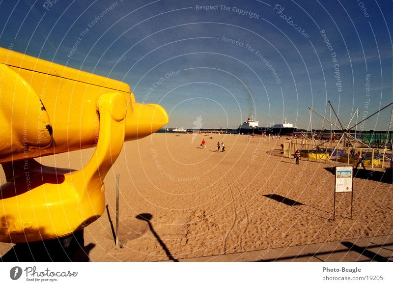 Teurer Weitblick III Fernglas Teleskop Strand Travemünde Saisonende Aussicht Wasserfahrzeug Einlaufen (Schiff) Europa Münz-Fernglas Münz-Teleskop Ostsee
