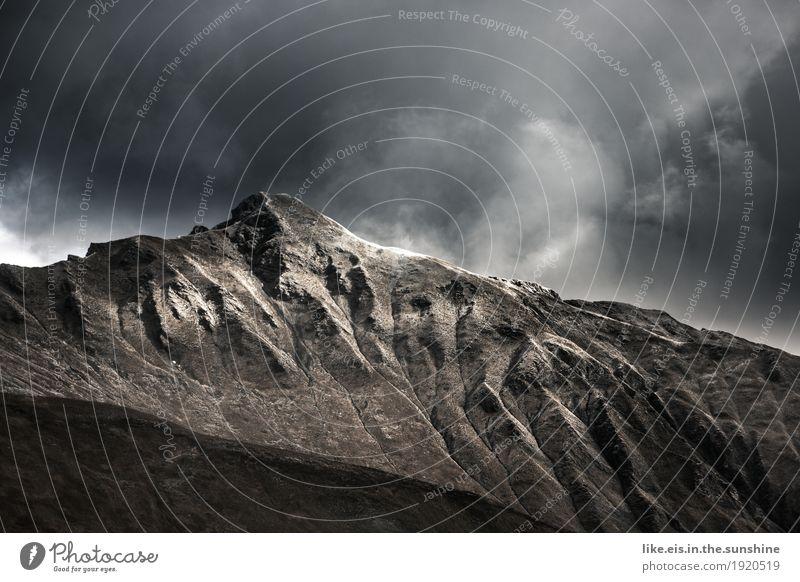 Fantastische Bergwelt. Ausflug Abenteuer Ferne Freiheit Umwelt Natur Landschaft Urelemente Wolken Horizont Herbst Klima Wetter Schnee Dürre Felsen Alpen