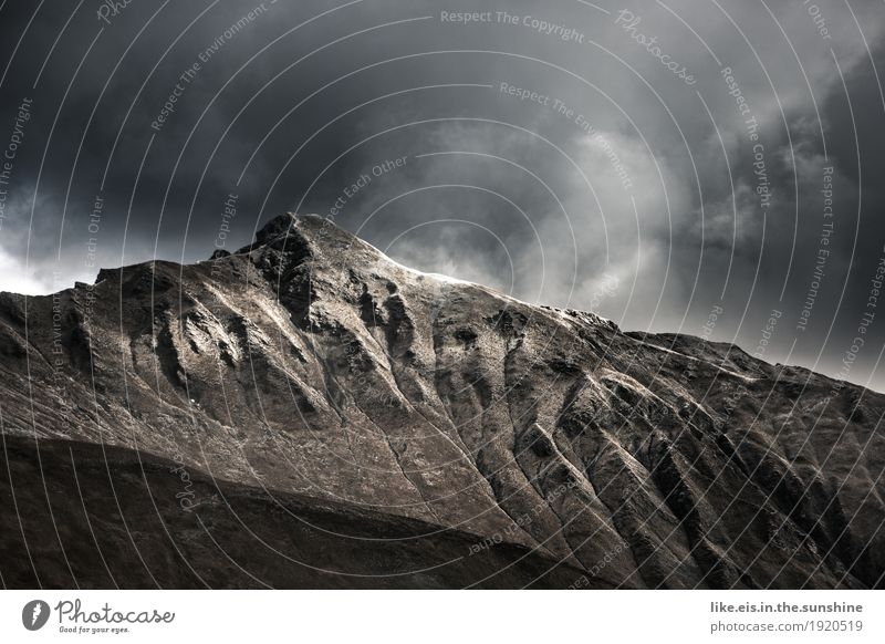Fantastische Bergwelt. Natur Landschaft Wolken Ferne Berge u. Gebirge Umwelt Herbst Schnee natürlich Freiheit Felsen Horizont Wetter Ausflug Abenteuer Klima
