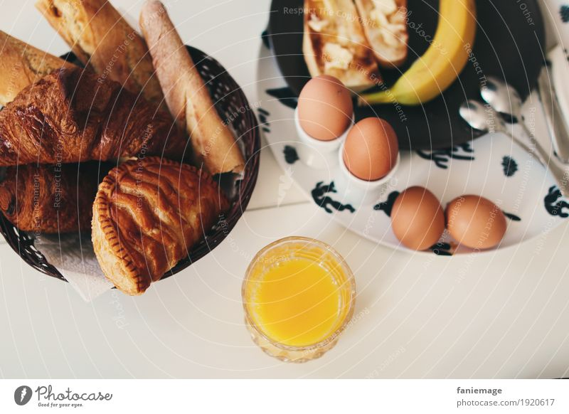 petit déj IV Gesunde Ernährung Essen Gesundheit Lebensmittel Getränk trinken Frühstück Ei Brot Backwaren Vitamin Erfrischungsgetränk Löffel Saft Banane