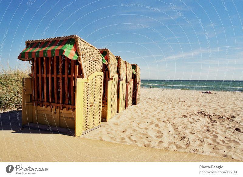 Saisonende die zweite. Strandkorb Ferien & Urlaub & Reisen See Meer Ende vergangen Europa Sand Wasser Ostsee Aus Das wars Und Tschüß sea seaside ocean wave