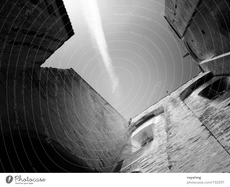   100   in Avignon Frankreich Stadt Altstadt Dom grau schwarz weiß Palais du Pape Hinterhof Schwarzweißfoto Außenaufnahme Textfreiraum Mitte Tag Weitwinkel