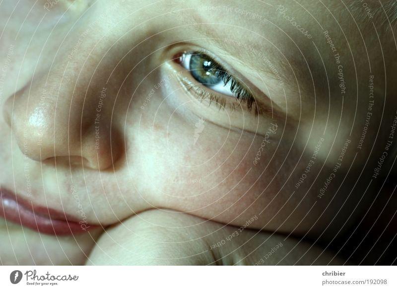Ssssssssst! wird's nur machen... Mensch Kind ruhig Gesicht Ferne Auge Freiheit Kopf Glück Wärme Denken träumen Kindheit Haut warten Nase