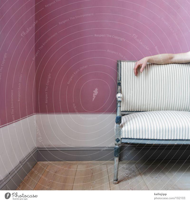 lila pause Lifestyle elegant Stil Design Häusliches Leben Wohnung Haus einrichten Innenarchitektur Möbel Sofa Raum Wohnzimmer Mensch maskulin Mann Erwachsene