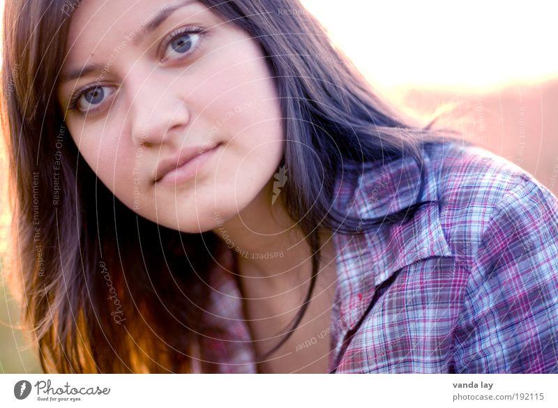 Beauty schön Erholung Mensch feminin Junge Frau Jugendliche Erwachsene Kopf Haare & Frisuren Gesicht 1 18-30 Jahre Bekleidung Hemd brünett langhaarig Coolness